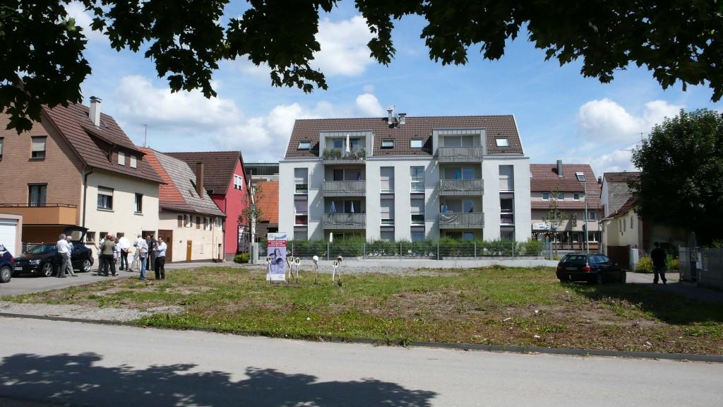 So sieht das Grundstück vom See aus - im Hintergrund die Klaffensteinstraße 14