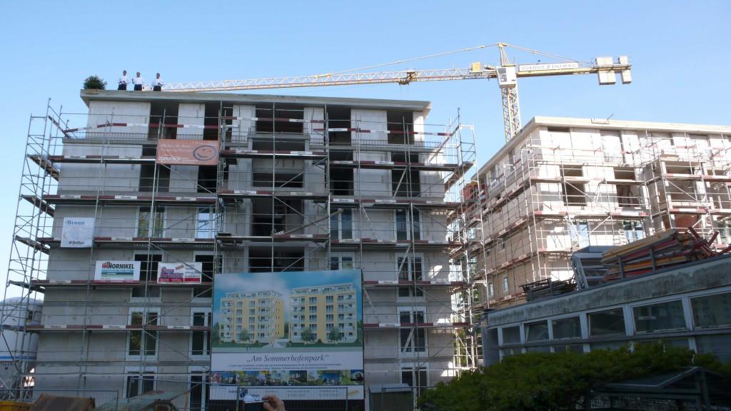 Die beiden Häuser stehen zwischen Rotbühl- und Maulbronner Straße hinter dem ehemaligen IBM-Hochhaus
